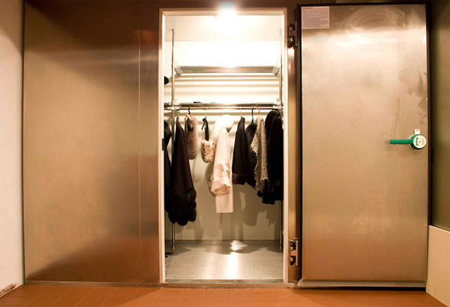 Шкаф для хранения шубы
