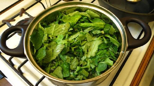 Состав на основе томатной ботвы готовится легко и быстро