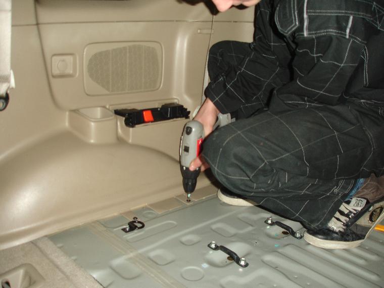 Лучше предупредить появление мышей в автомашине, иначе для их устранения придется разбирать транспортное средство