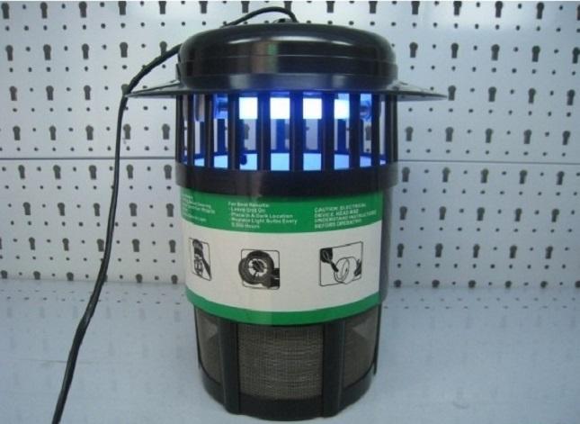Электронная ловушка снабжается синей лампой
